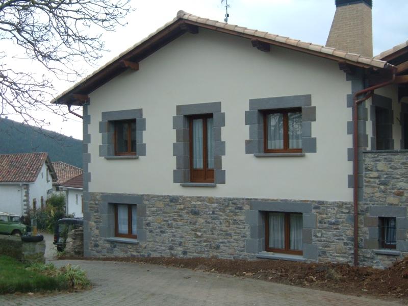 Revestimiento en piedra natural fachadas paredes for Piedra natural para exterior