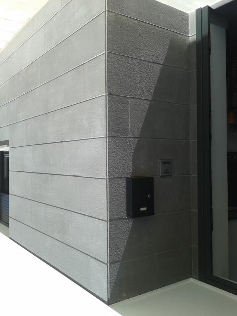 Realizaci n de una fachada para una vivienda en caparroso - Aplacado piedra fachada ...