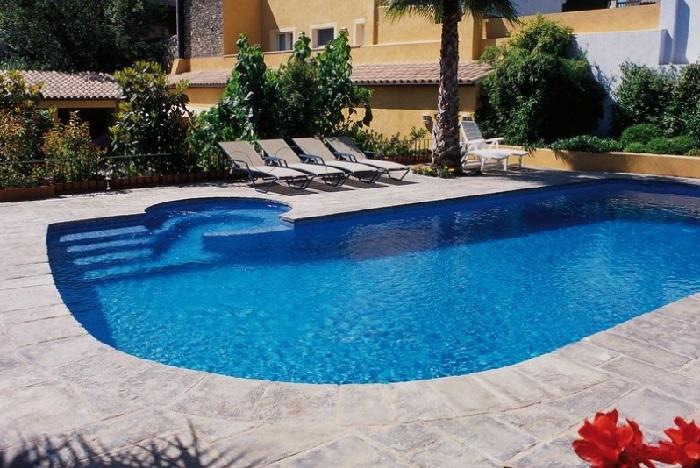 Pavimentos exteriores en piedra para piscinas dise o y - Piedras para piscinas ...