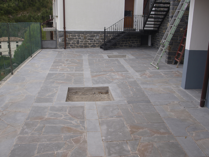 Pavimentos exteriores de piedra garant a de sostenibilidad - Suelos para terrazas exteriores ...