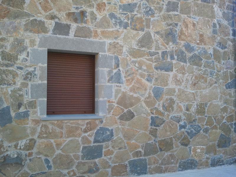 Revestimiento de fachadas con piedra de laja for Lajas de piedra natural