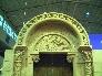 Detalle de la reproducción de la portada de San Miguel de Uncastillo en piedra arenisca de Uncastillo