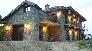 Casa con arquitectura rústica realizada en piedra natural