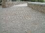 Calle pavimentada con piedra natural