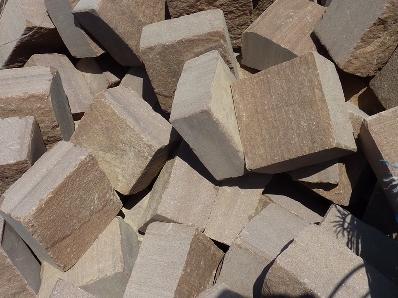 Adoquin cizallado en piedra Rojo Moncayo